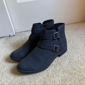 NEVER WORN Black boots, size 7 1/2